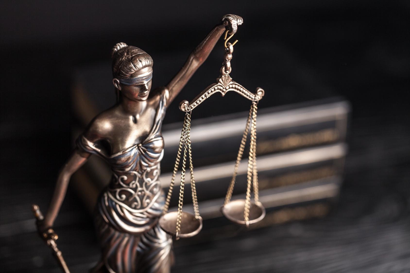 Kiedy należy skorzystać z pomocy adwokata?