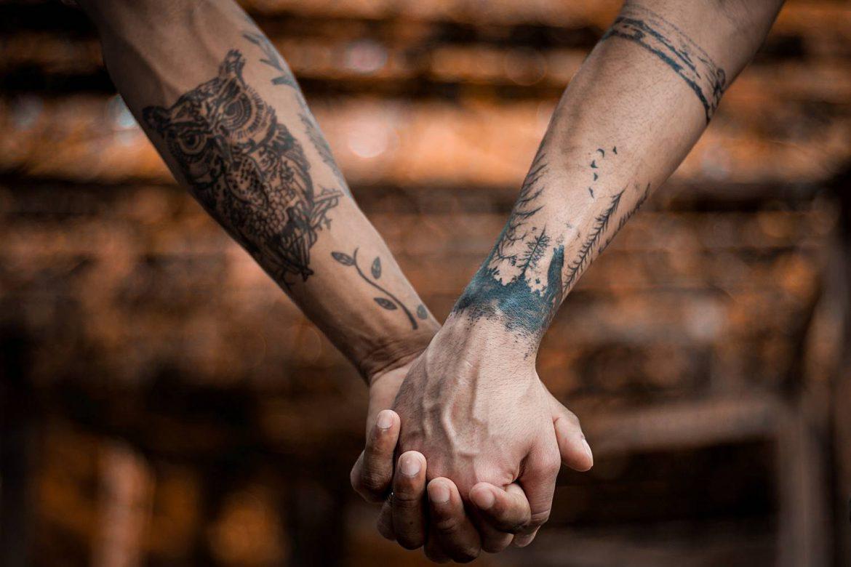 Wszystko, co warto wiedzieć o tatuowaniu nadgarstków – czy to boli?